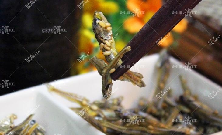 【台北濱江】裹著芝麻的酥脆小魚~酥脆口感當下午茶剛台北 濱江 牛肉剛好-宅間小魚點心72g/包
